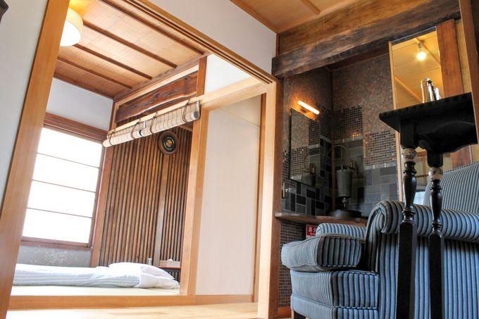 2階の客室は続き間の広々とした空間
