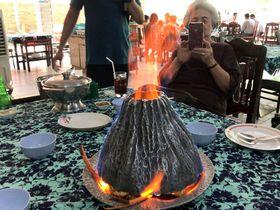 海老の活火山!?タイ・ナコンパトム名物「グン・オップ・プーカオファイ」