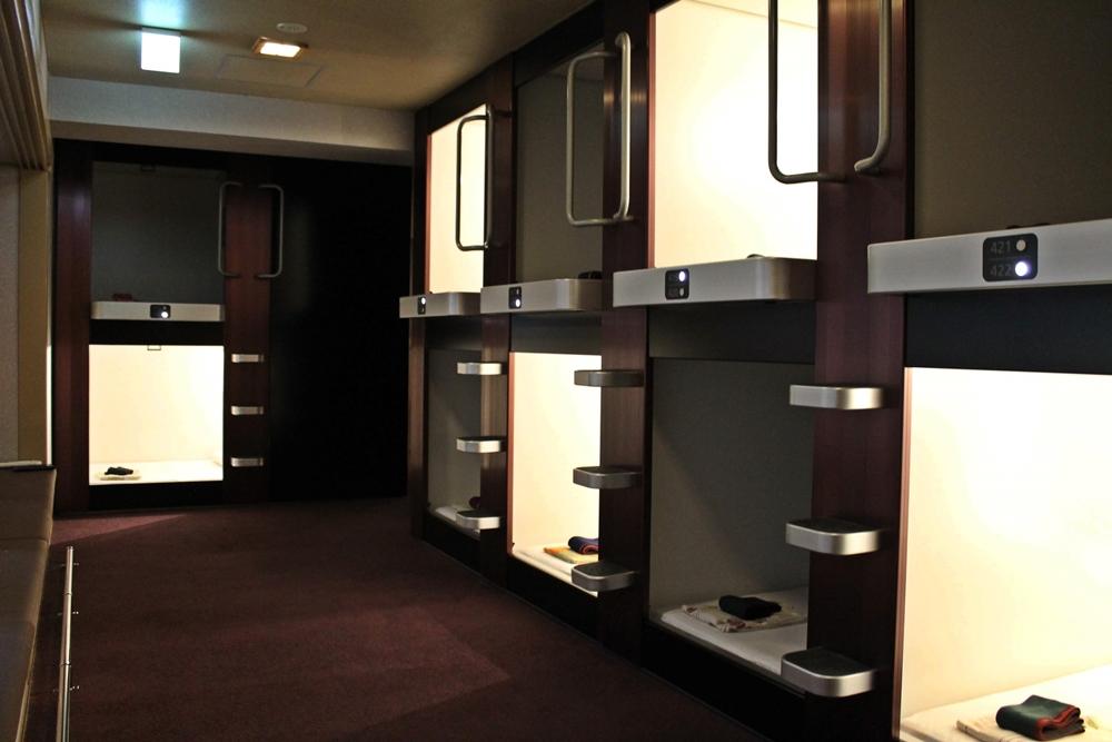 セルフランドリースペースが併設された女性専用カプセルホテル