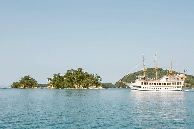 遊覧船に乗って、もっと間近に島鑑賞