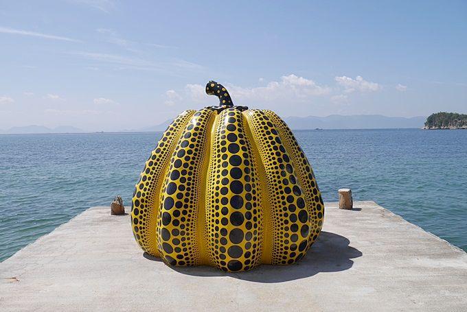 お馴染のかぼちゃの島(?)「直島」