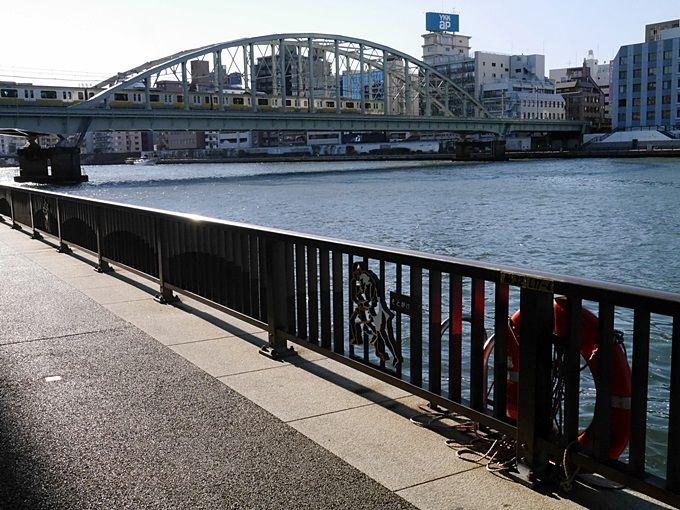 北斎の浮世絵と重ね合わせて、隅田川を歩く