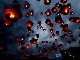 台湾・十分の平渓天燈節。夜空に輝く圧巻のランタン飛ばしを体験