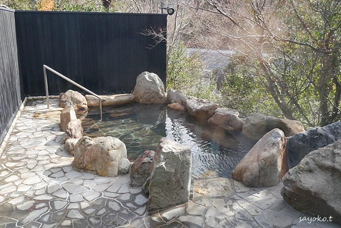 開放感のある温泉で、日頃の疲れをリセット