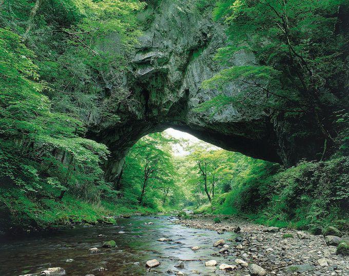 14.ド迫力の世界三大天然橋!帝釈峡の「雄橋」