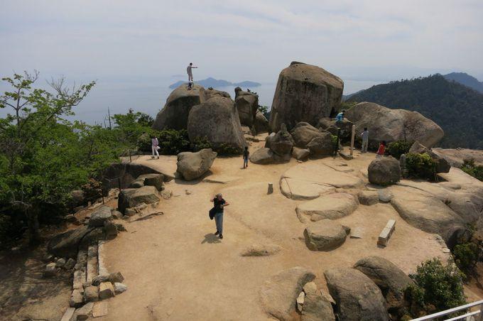 世界遺産は「厳島神社の建造物群と弥山を含む森林区域」