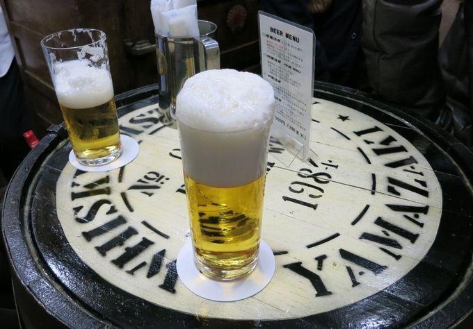 注ぐのに5分、ひたすらビールを見つめて待つべし!