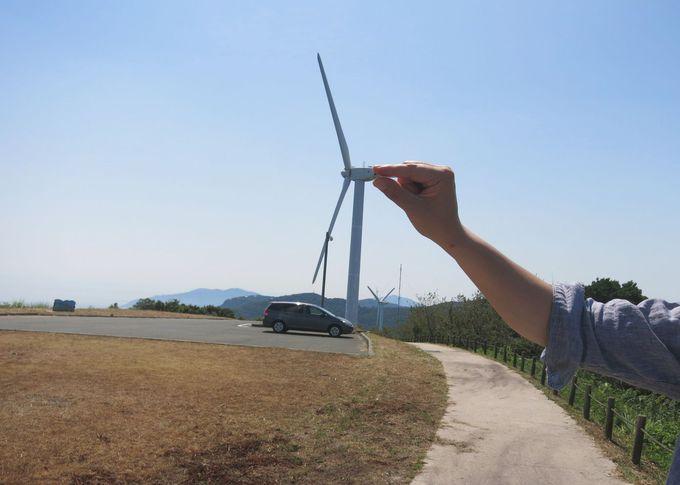 風力発電の巨大なプロペラをちょっとつまんで♪