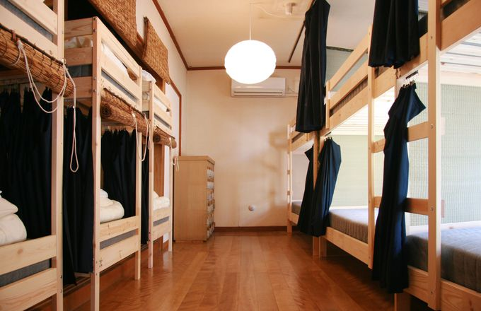 女性専用ドミトリーやグループで泊まれるリバービューの個室も