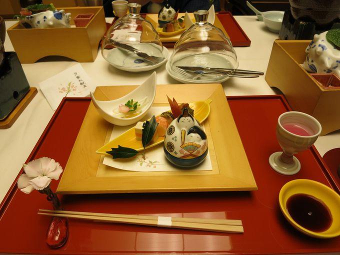 食事は部屋でゆっくりと目の前の海から届く海鮮を楽しめます