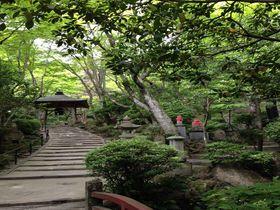 深い緑と水音に癒される!石仏の山寺、広島市西区「三瀧寺」