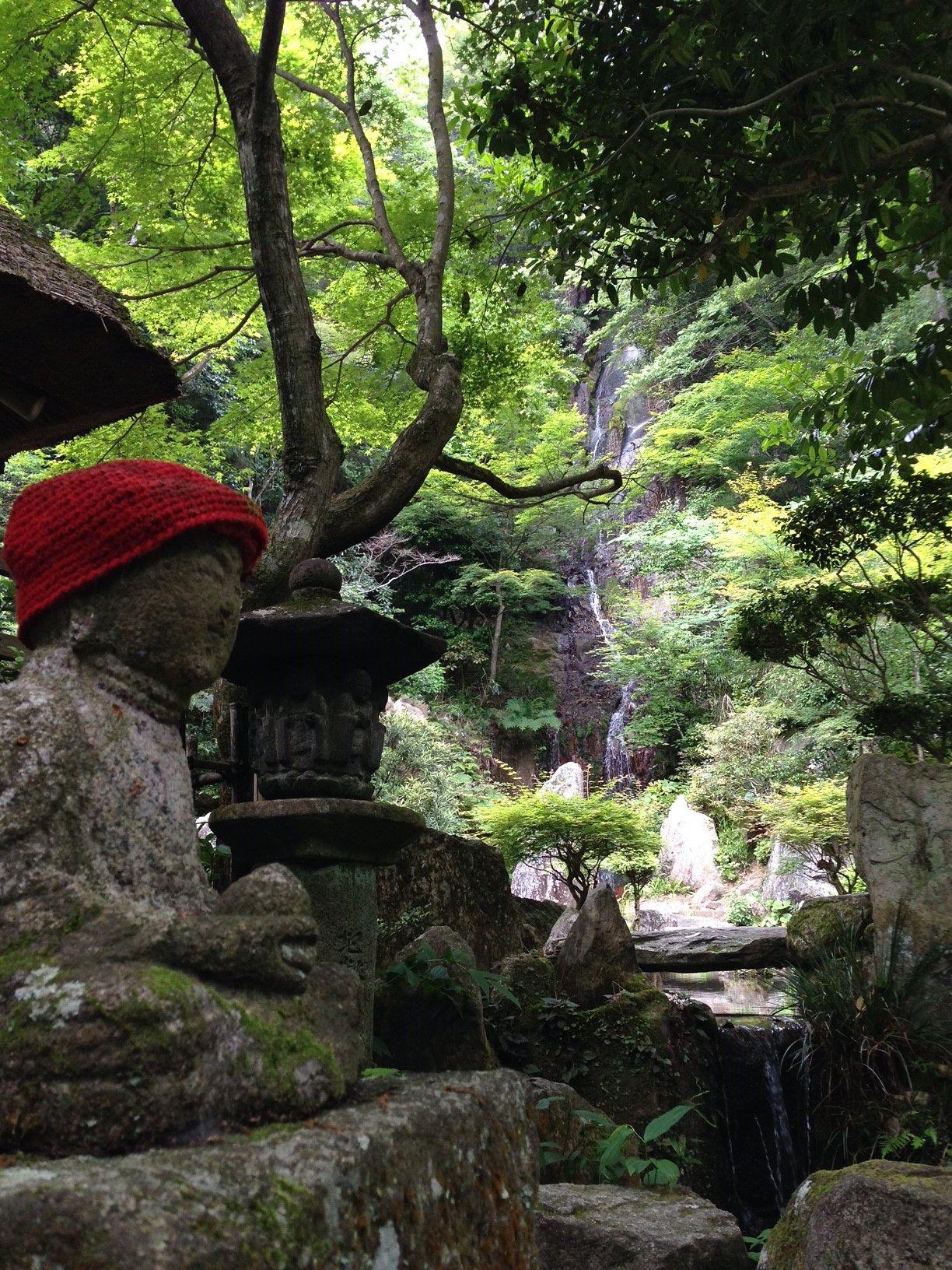 「三瀧寺」という名の由来、境内に流れ落ちる3本の滝