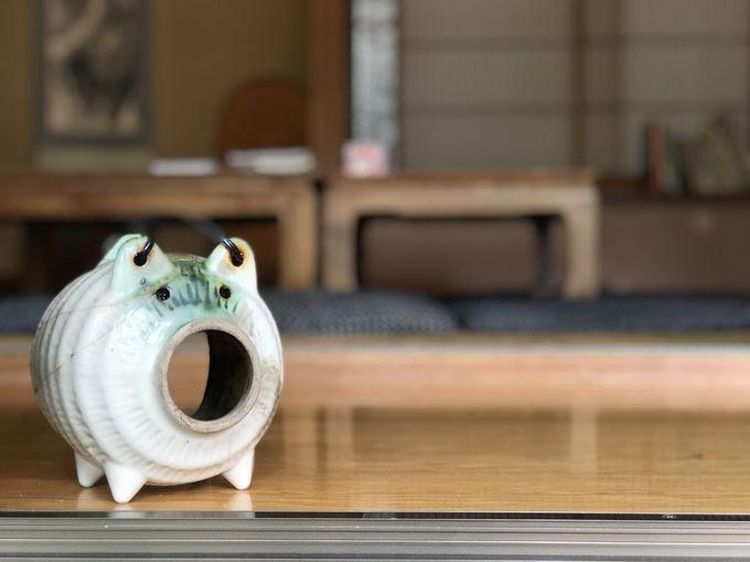 縁側に座ってお茶をいただく、ゆるやかで心地良いひととき