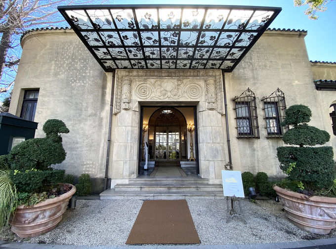 華麗で生命力あふれるスパニッシュ様式の伯爵邸