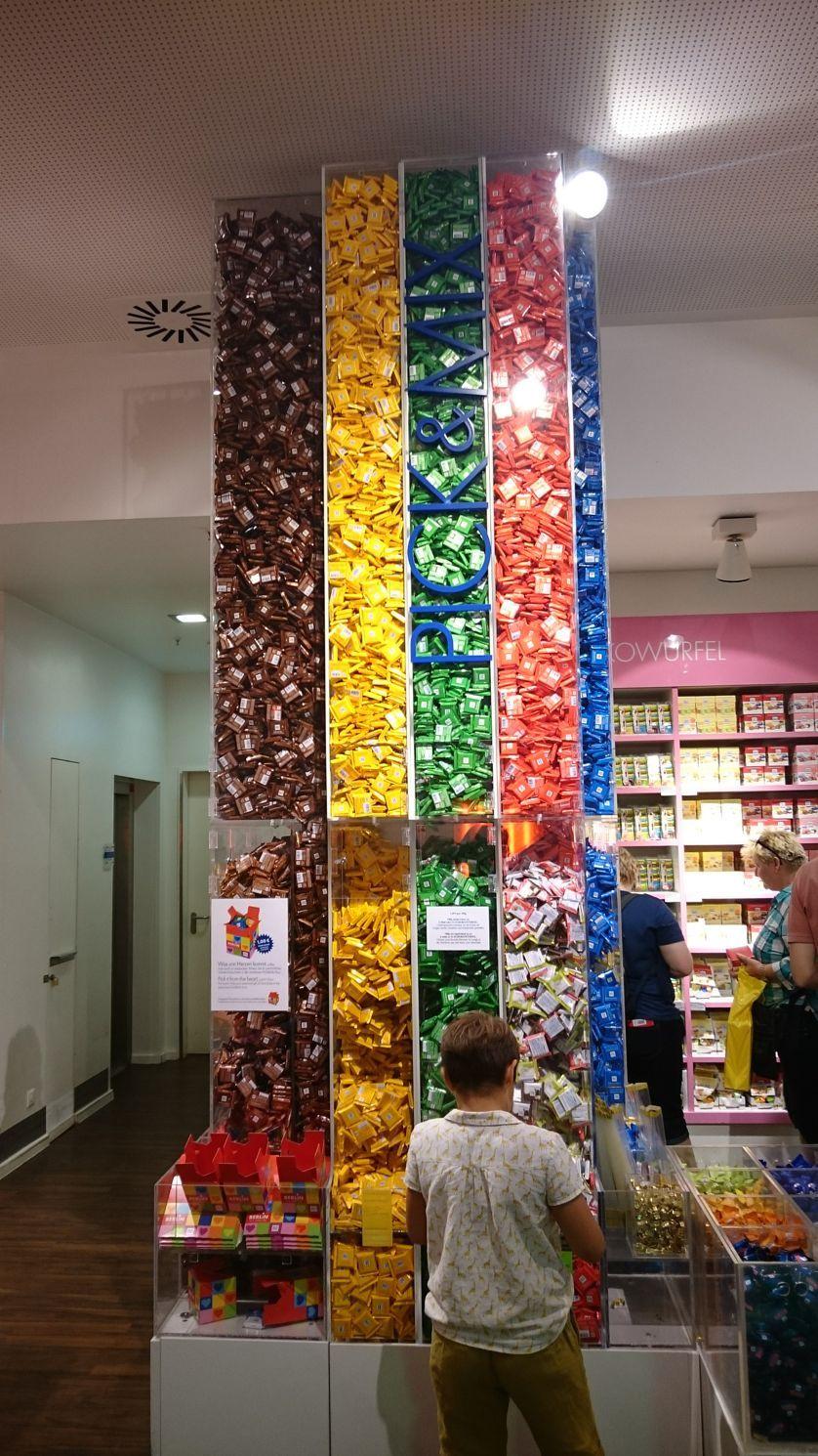 店内で販売されている板チョコの数々