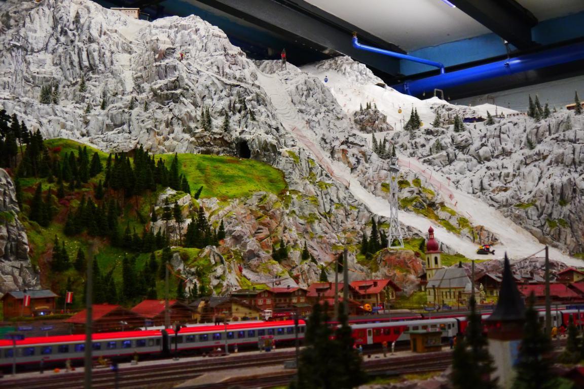 目前に迫るスイスの山並み