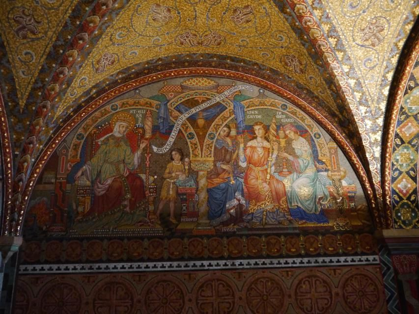 見どころ その1、聖女エリザベート妃を記念するモザイク壁画