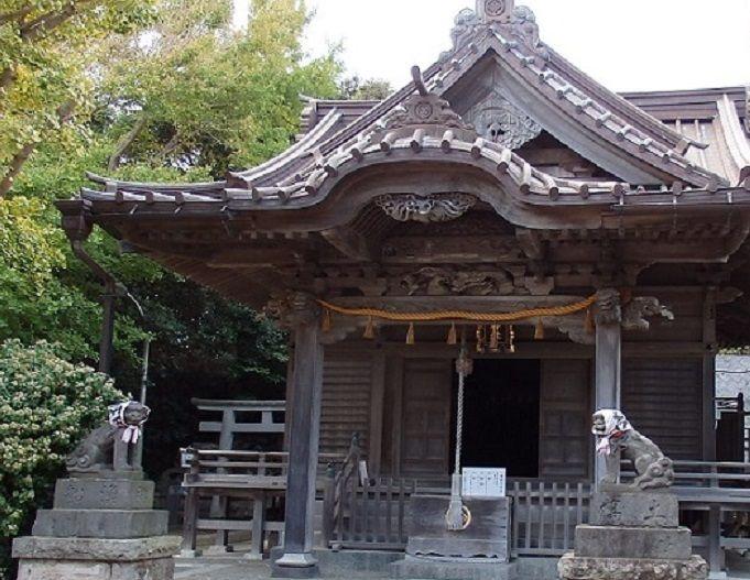 由緒正しき小動神社のユーモラスな狛犬