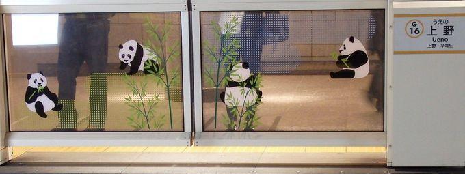 ポストも地下鉄のホームにもパンダ