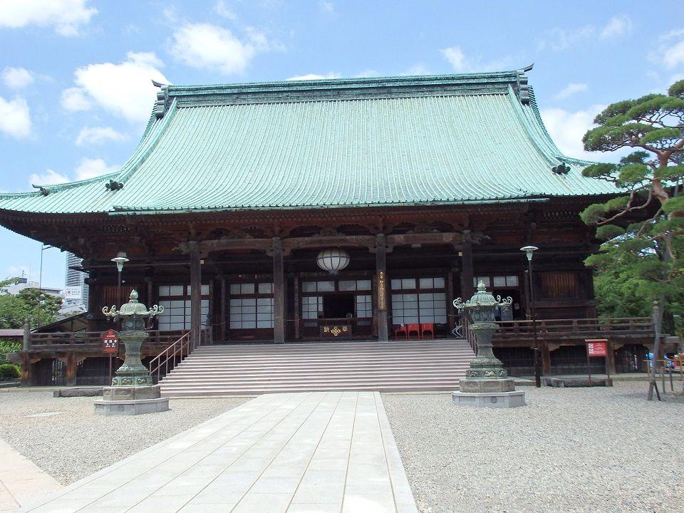 「開運柱」が支える護国寺本堂