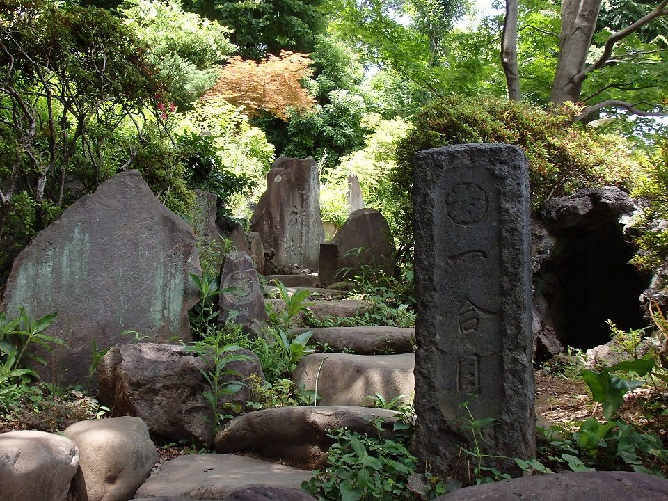 寺院では珍しい富士塚