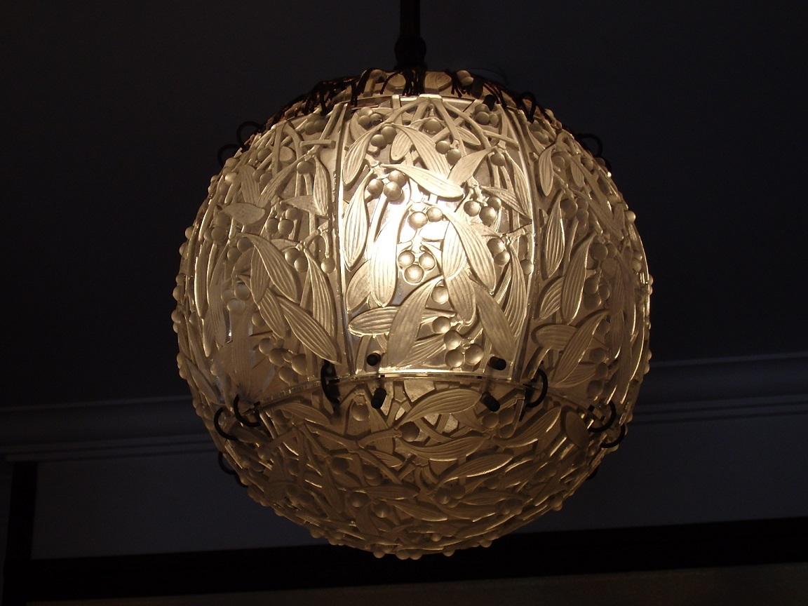 三井邸は玄関にルネ・ラリックの灯、仏間前にシャンデリアあり!