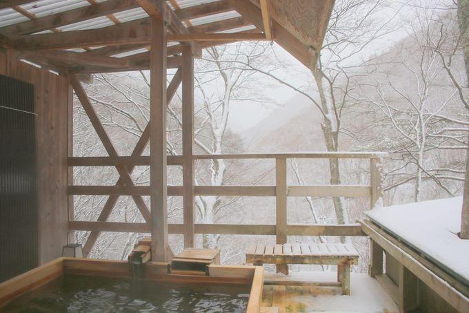 日本人で良かった!山に囲まれた露天風呂