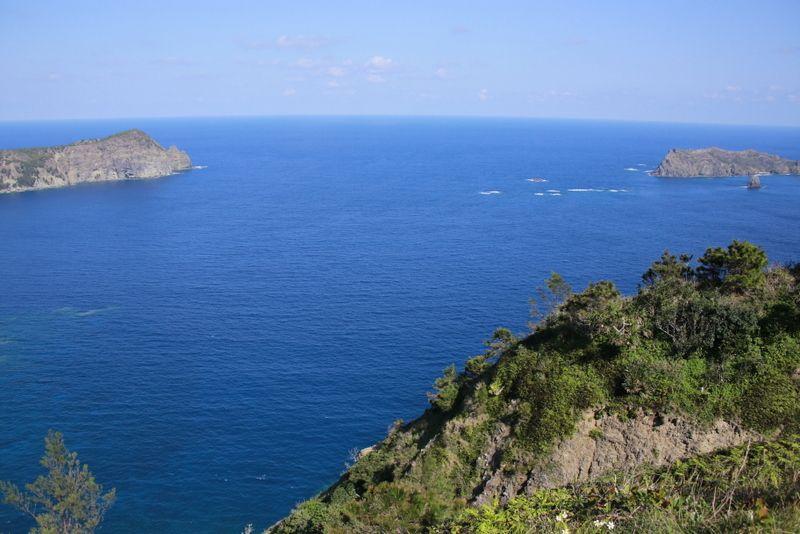 海の碧さが際立つ・旭平展望台