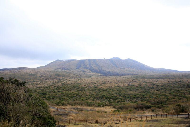 展望台で三原山に挨拶