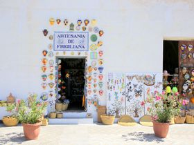 白い村の魅力は白さにあらず!軒先が可愛いスペイン「フリヒリアナ」