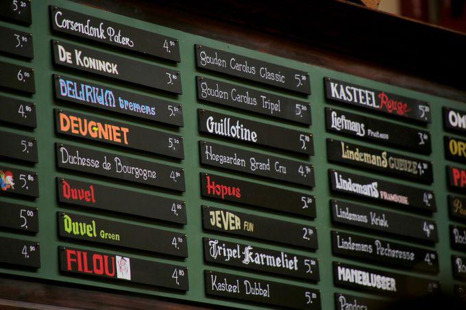 店内に常備された100種類以上のビール