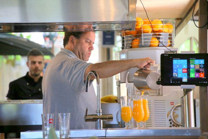 搾りたてオレンジジュースもお勧め
