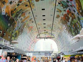 オランダ「マルクトハル」の色鮮やかなアートと食べものにハイテンション!