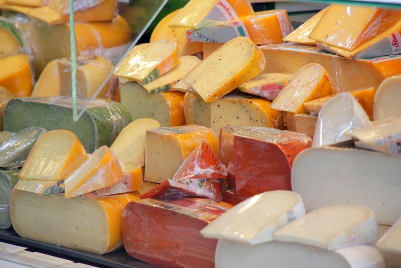 名産のチーズも多数