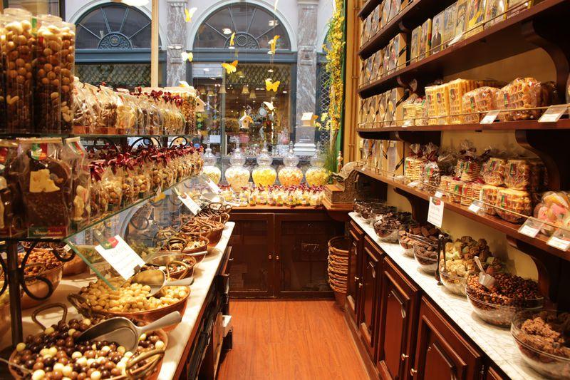 チョコの聖地!?有名店に囲まれたベルギー「ギャラリー・サンチュベール」
