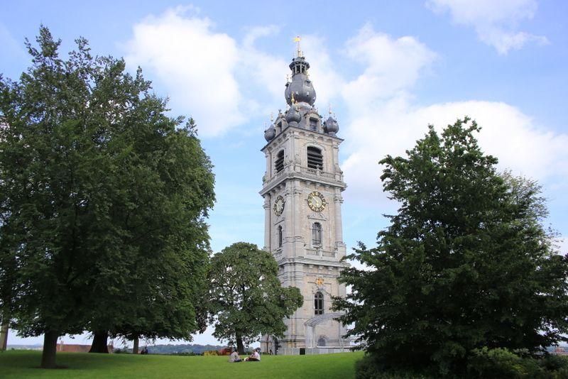 街の一番高い場所にある鐘楼