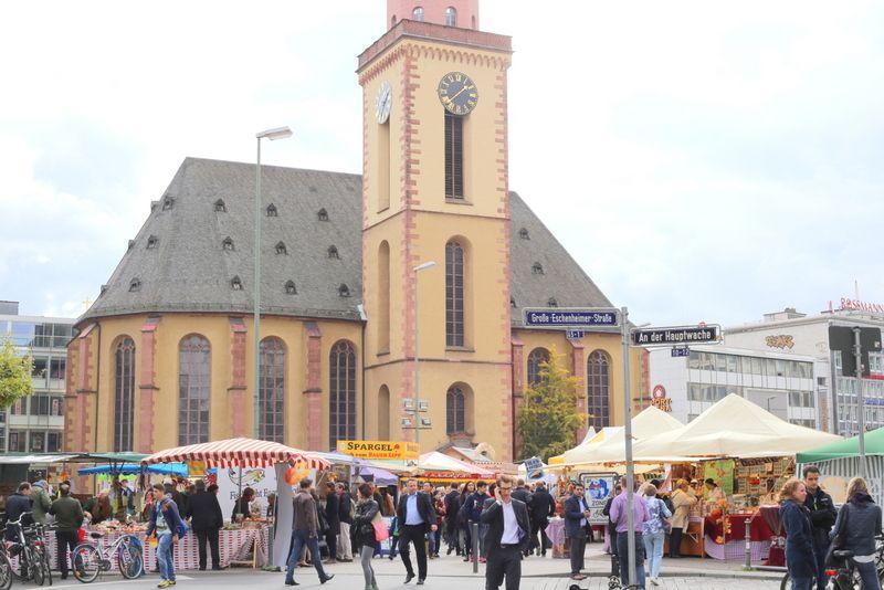 ハウプトバッヘ正面にある教会