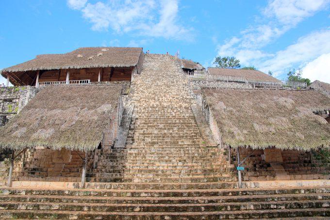 エリア奥にそびえ立つピラミッドが最大の魅力