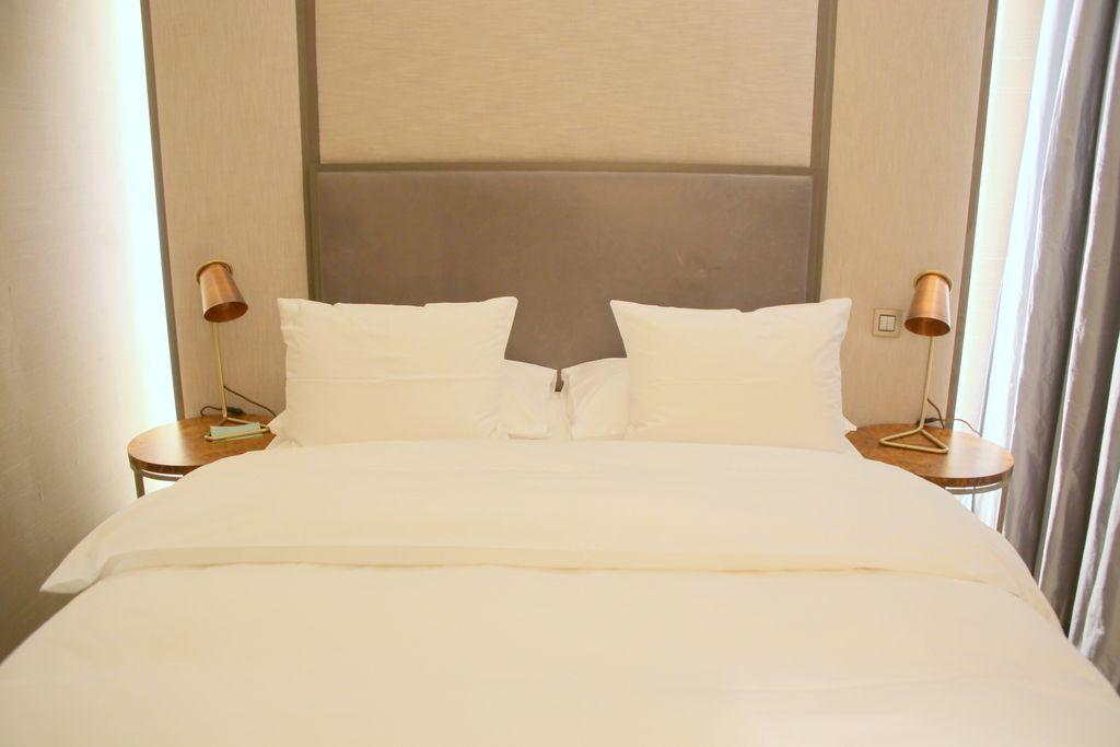スタイリッシュですっきりしている寝室