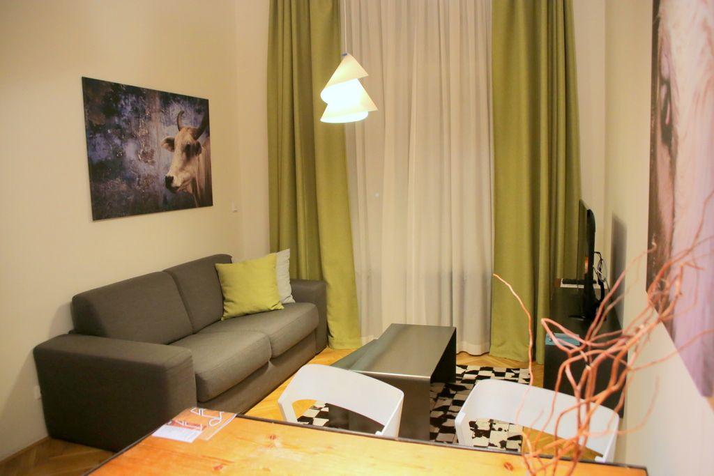 オシャレな家具が置かれた現代風の部屋