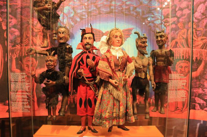 骨董品なものから、巨大なものなど様々な種類が展示