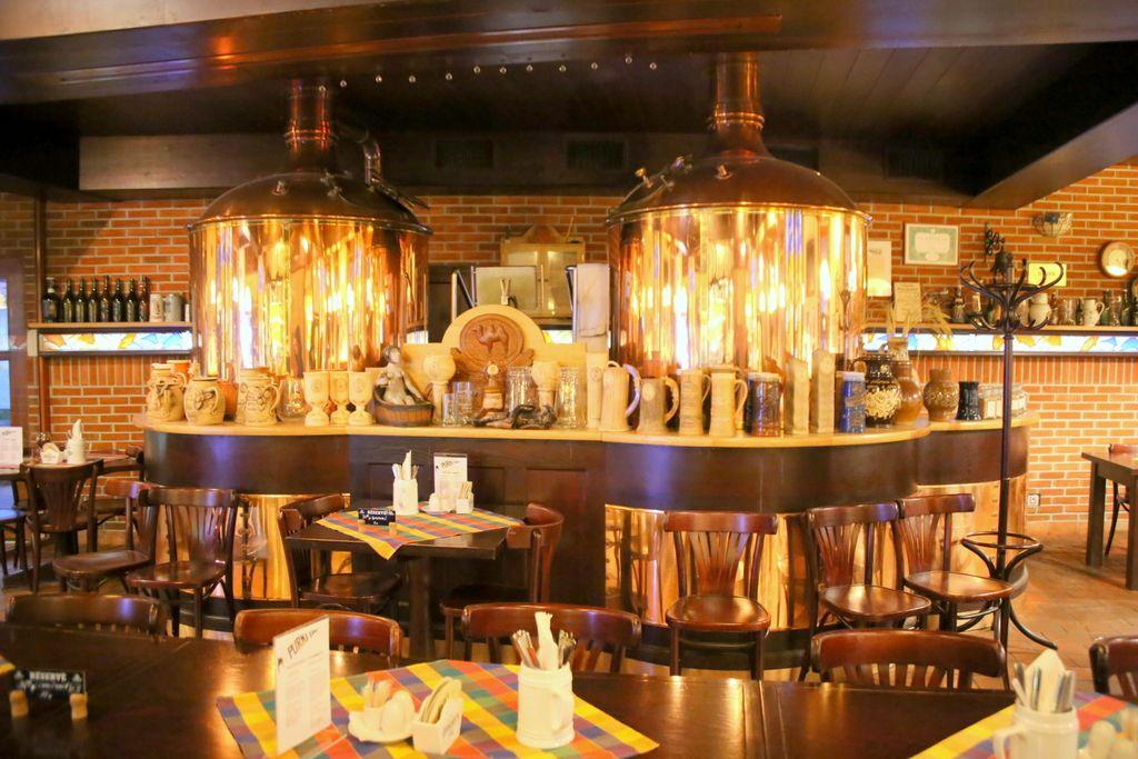地元の人も観光客も訪れる、人気レストラン