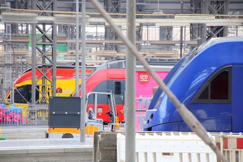 次から次へと登場する電車たち
