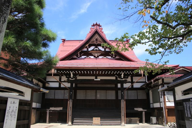 地域の中心に建つお寺