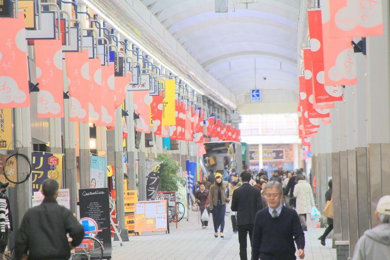 市内一の繁華街・総曲輪で直売所「地場もん屋」を散策