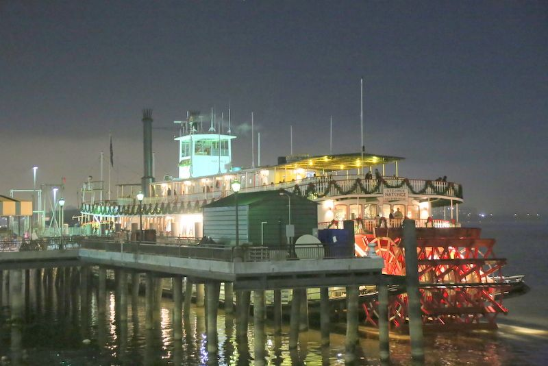 ニューオーリンズの中心地から出航