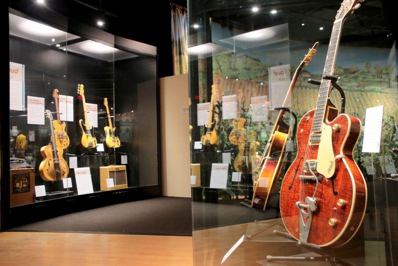 音楽に欠かせない歴史や楽器を展示