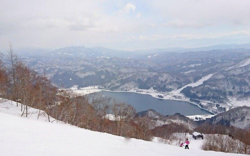湖やコース、山並みなど見える景色も様々