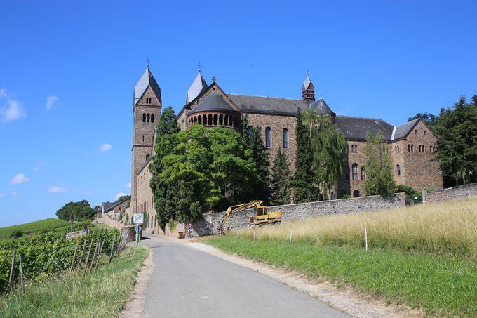 清らかな空気漂う修道院