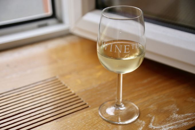 ワインを愛し、ブドウ畑に囲まれた町